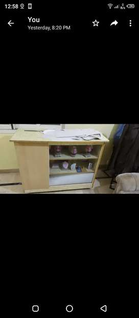 Show case shop counter with wheels good condition