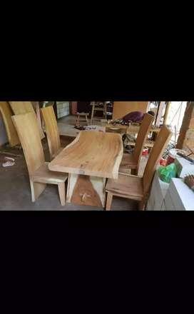 Meja makan Kayu Trembsi Gampak