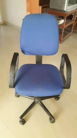 Revolving coputer chair