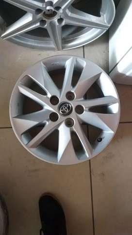 Alloy wheels for innova crysta 16 inches