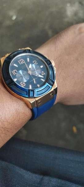 dijual jam tangan pria merek guess, warna gold biru, tali bahan kulit