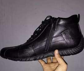 Dijual sepatu kulit asli merk Justin Otto ,