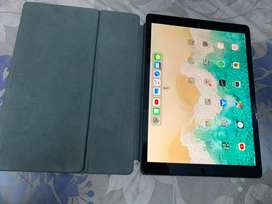 "iPad 12.9"" 2nd Gen 256GB with keyboard case"