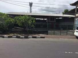 Dijual Tanah Bonus Bangunan Bengkel di Jalan Raya Uluwatu II