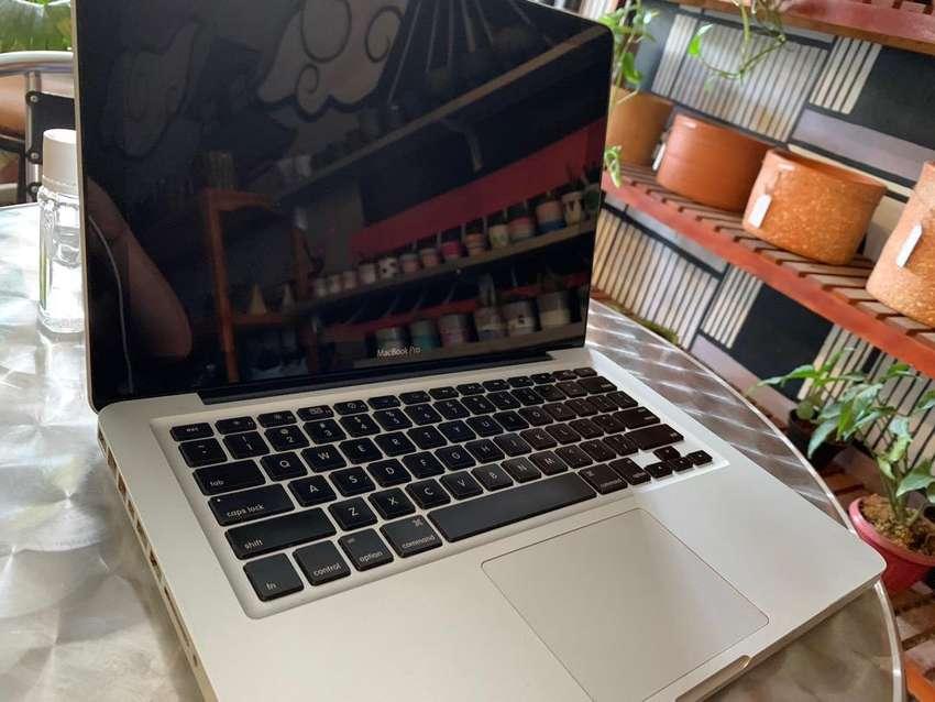 "Macbook Pro Mid 2009 13"" sudah SSD120 Ram4"