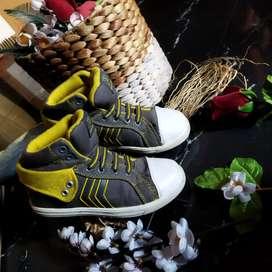 Sepatu branded anak cowok