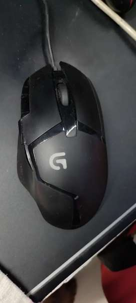 Logitech G402 mouse for sale..with box and warranty left