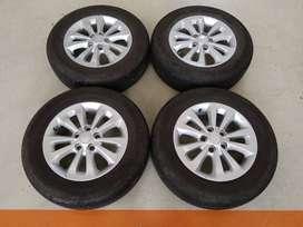 Jual velg Original Mobil Terios Ring 16 + Ban Dunlop 215/65/16 (80%)