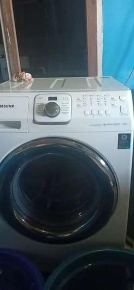 Paket laundry ( mesin cuci & pengering)