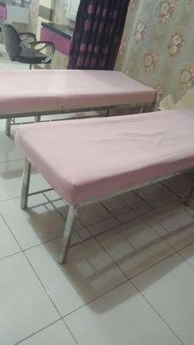 Bed facial(bed warna putih kaki stenlis tinggal 1 unit)