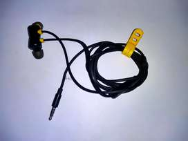 Ear phones with Real me buds 2