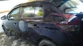 Mobil Toyota Yaris E 2014