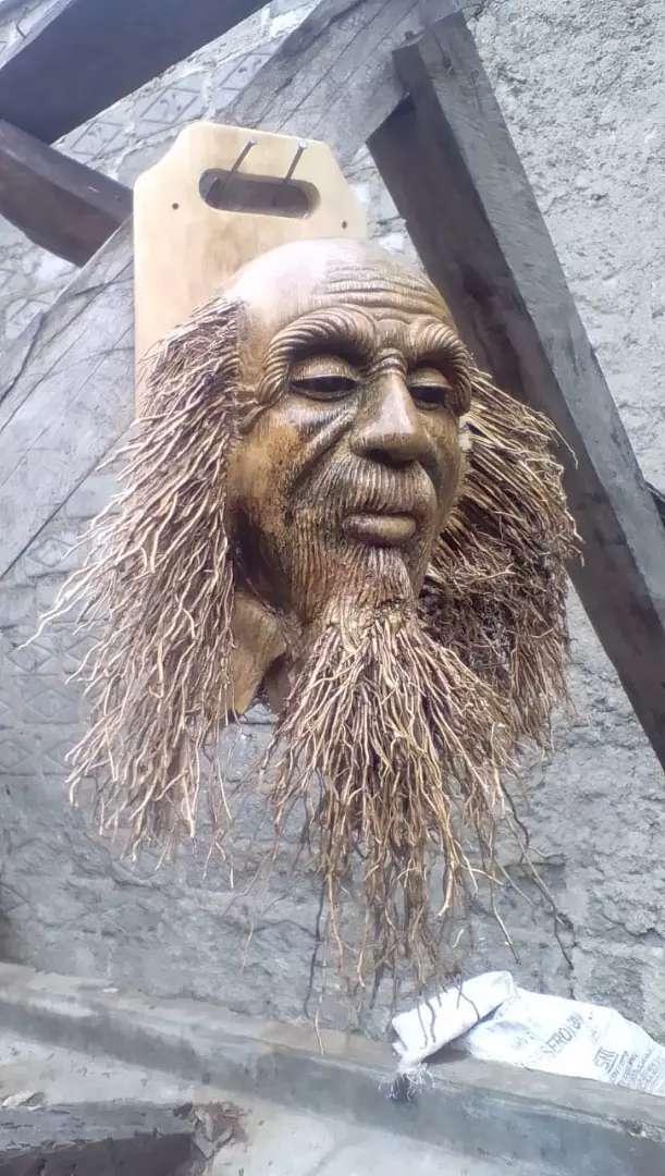 Patung kepala akar bambu