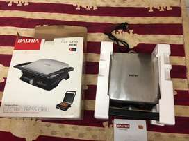 New-unused Electric Toaster/ Grill Sandwich Maker with box