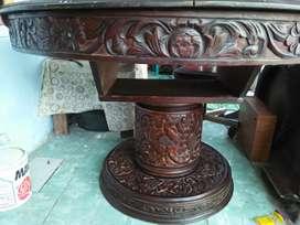 Meja makan kuno bekas VOC
