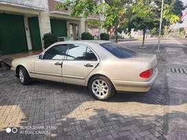 Mercedes-Benz e230 classic 1998 bagus manual