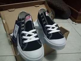 Sepatu ventella low black white