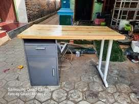Meja komputer bahan kayu mahoni, jati belanda