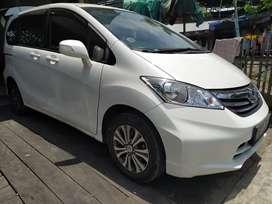 Honda freed psd tahun 2013 matik putih