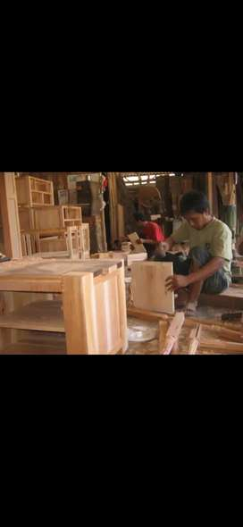 Tukang mebel kayu