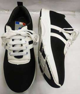 Classic Male Jogger Shoe New Design and Lace Up White Black