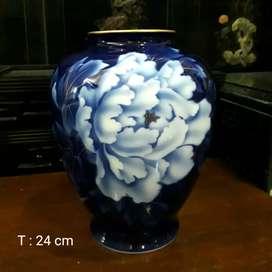 Japan Brilliant Hand Painted Blue Flowers Vase Famous Fukagawa
