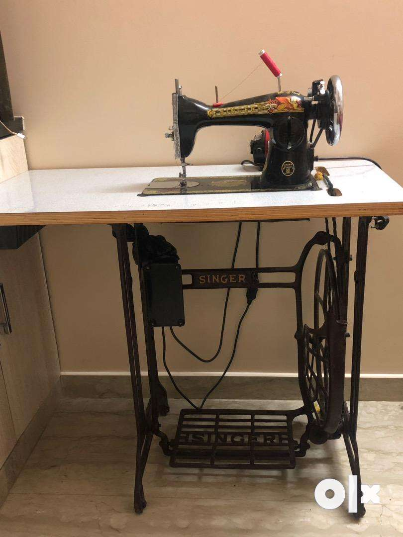 sewing machine with motor 0
