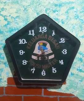 Jam dinding jadul Keluarga Besar PM koleksi antik langka vintage lawas