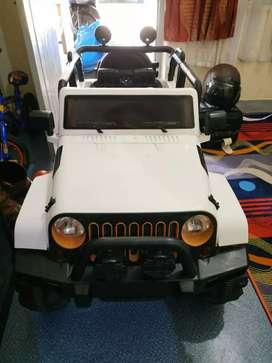 Mobil Listrik dengan empat motor penggerak