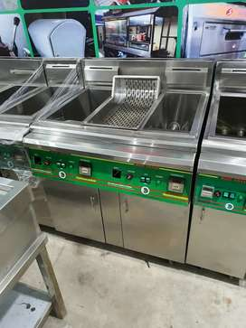 Double deep Fryer automatically we hve pizza oven,hot plate ,counter