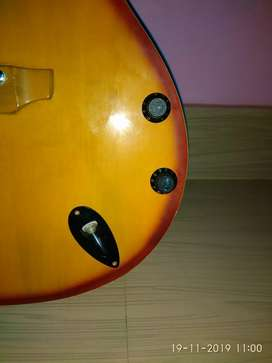 Guitar for sale brand;~givson