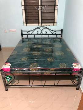Queen size bed with mattres
