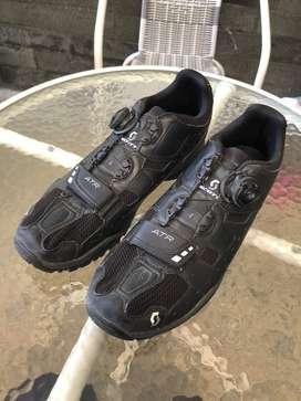 Sepatu scott black