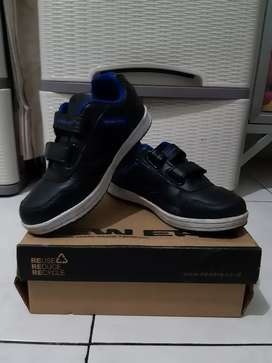 SEPATU ANAK NEW ERA OXFORD BLACK/R.BLUE SIZE 32