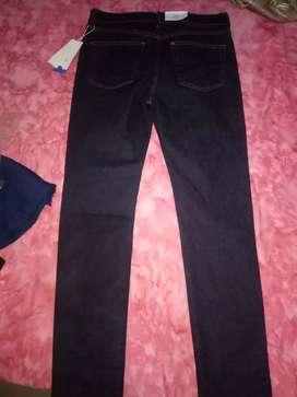 Celana H&M Skinny & Denim warna gelap ukuran 32