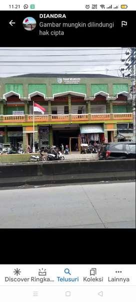 Disewakan kios pakaian pasar Mranggen. baris kedua dari depan
