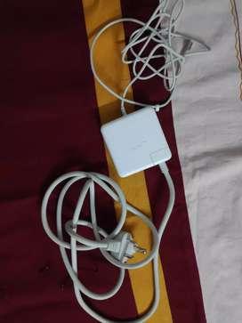 Apple original MagSafe 85-watt power adaptor for MacBook Pro