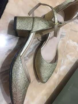 Sepatu pesta cantik