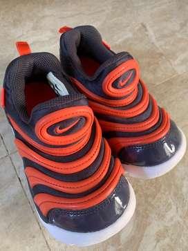 Sepatu Anak/Toddler NIKE slip on red blue size 26
