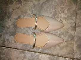 Jual sepatu yg jarang nian d pake d pake cuma 1x sudh tu dk di pake lg
