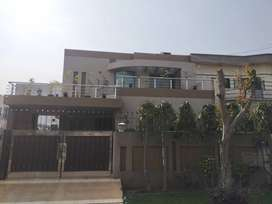 10 marla house for rent in phase 4 EE block in very good condition