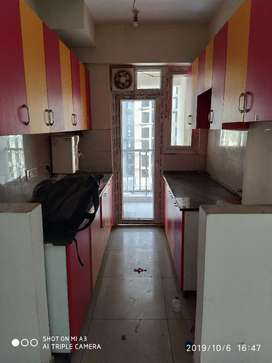 2bhk semifurnished flat available for rent in Ajnara homes