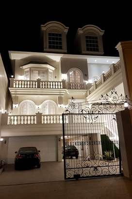 Dijual Rumah Mewah 3 Lantai SHM Pakuwon City Villa Royal