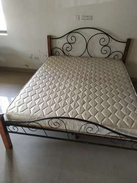 Wroght Iron bed with metress