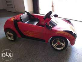 Mahindra Red And Black Ride On Toy Car, both manual n remote