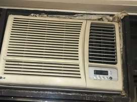 1.5 ton Window AC in good condition without stabilizer