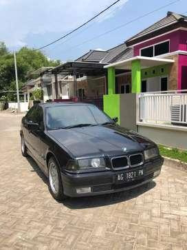 BMW 323i Barang Harum