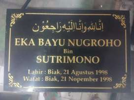 Plakat Prasasti Batu Nisan Makam Murah di Bandung Bukan Peresmian