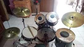 Drum Tama warna hitam