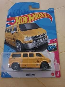 Hotwheels dodge van kuning